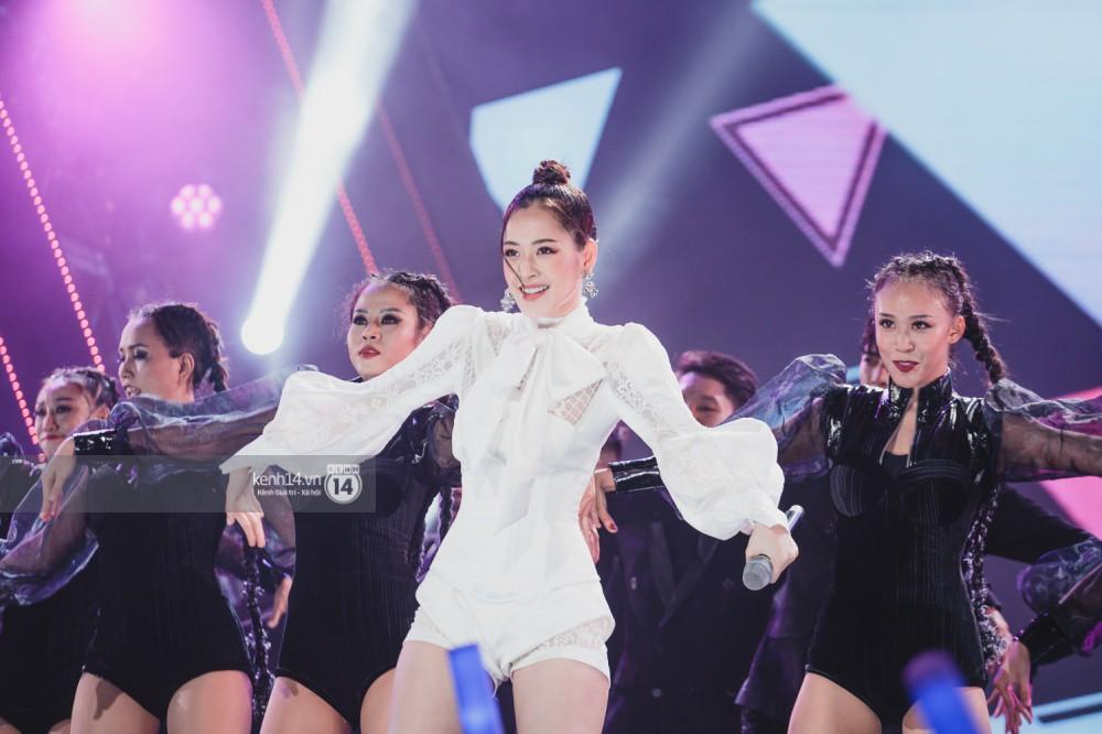Chùm ảnh đẹp nhất trong show Hàn-Việt: WINNER, Jung Hae In, Noo Phước Thịnh cùng dàn nghệ sĩ Việt để lại chuỗi cảm xúc vỡ òa - Ảnh 18.