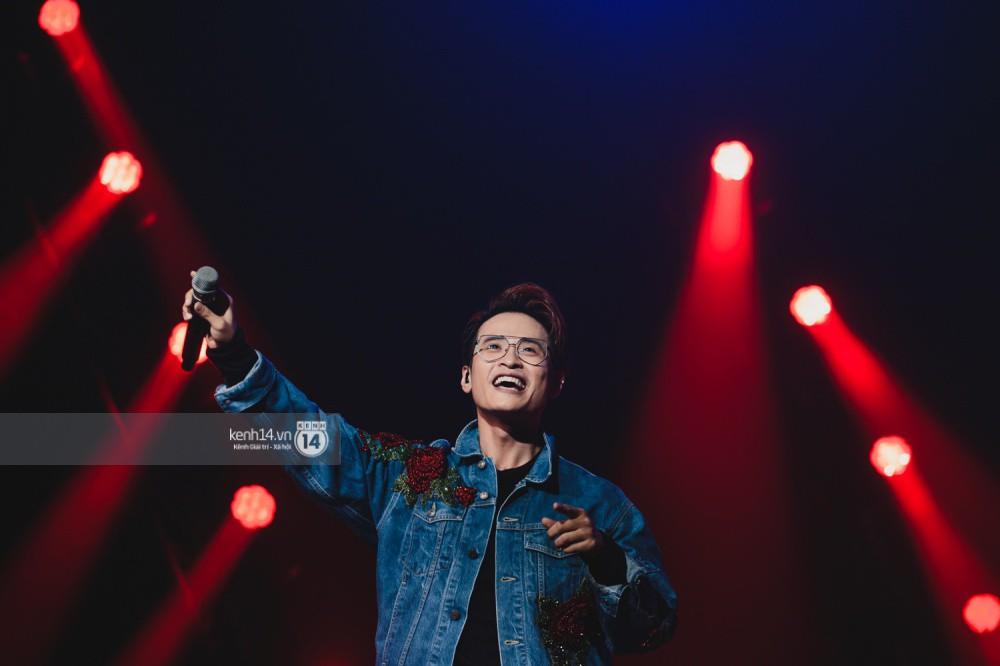 Chùm ảnh đẹp nhất trong show Hàn-Việt: WINNER, Jung Hae In, Noo Phước Thịnh cùng dàn nghệ sĩ Việt để lại chuỗi cảm xúc vỡ òa - Ảnh 31.