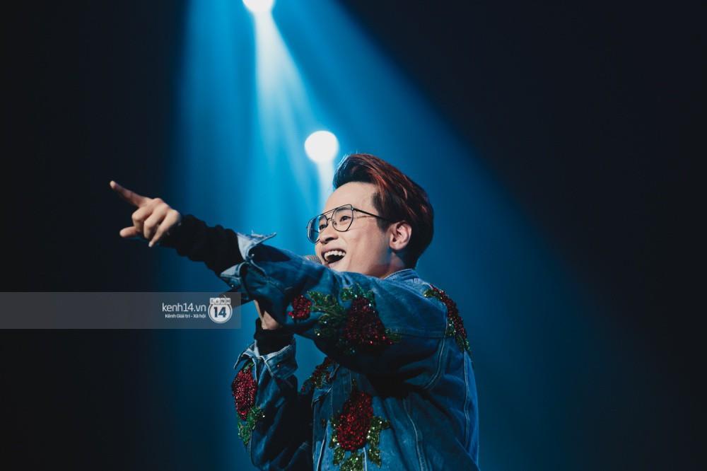 Chùm ảnh đẹp nhất trong show Hàn-Việt: WINNER, Jung Hae In, Noo Phước Thịnh cùng dàn nghệ sĩ Việt để lại chuỗi cảm xúc vỡ òa - Ảnh 37.