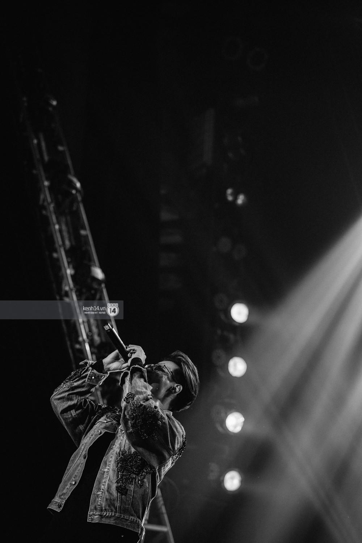 Chùm ảnh đẹp nhất trong show Hàn-Việt: WINNER, Jung Hae In, Noo Phước Thịnh cùng dàn nghệ sĩ Việt để lại chuỗi cảm xúc vỡ òa - Ảnh 32.