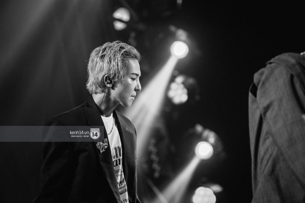 Chùm ảnh đẹp nhất trong show Hàn-Việt: WINNER, Jung Hae In, Noo Phước Thịnh cùng dàn nghệ sĩ Việt để lại chuỗi cảm xúc vỡ òa - Ảnh 48.