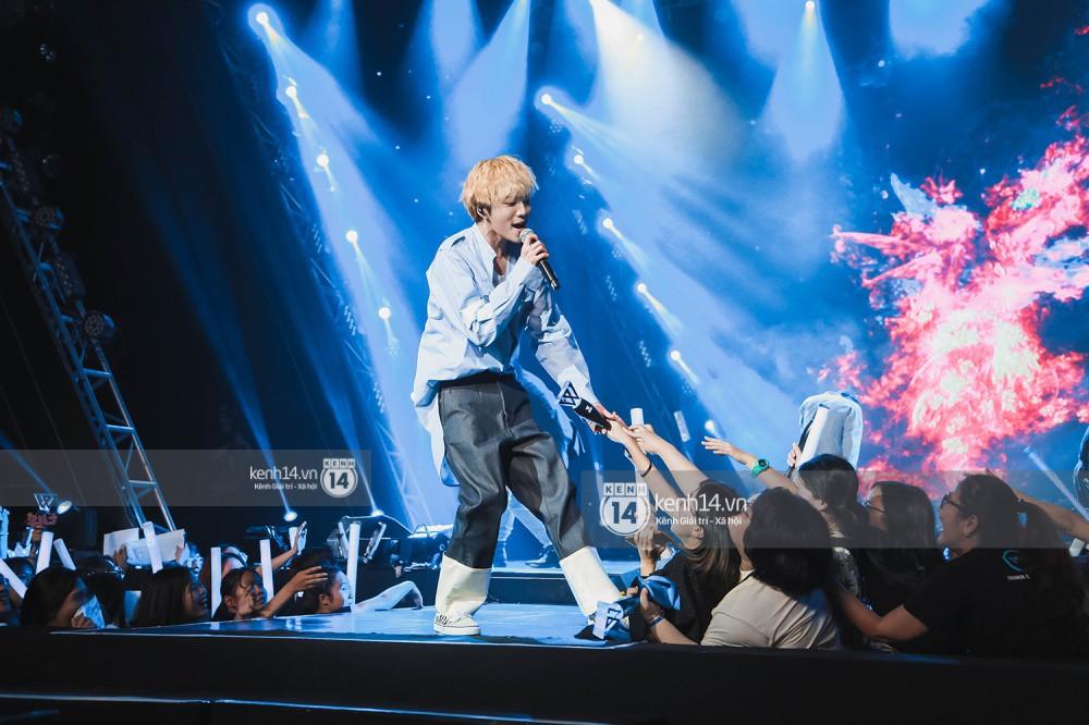 Chùm ảnh đẹp nhất trong show Hàn-Việt: WINNER, Jung Hae In, Noo Phước Thịnh cùng dàn nghệ sĩ Việt để lại chuỗi cảm xúc vỡ òa - Ảnh 39.