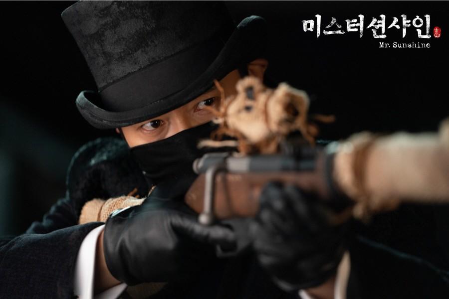 Bom tấn mới của mẹ đẻ Hậu Duệ Mặt Trời: Cuộc lãng phí tài lực khủng khiếp của đài tvN - Ảnh 2.