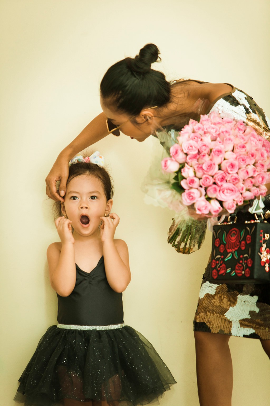 Cô chiêu, cậu ấm là con lai của nghệ sĩ Vbiz: Bé từ nhỏ đã biết diện đồ hiệu, bé sở hữu lượng fan nhiều hơn cả mẹ - Ảnh 10.