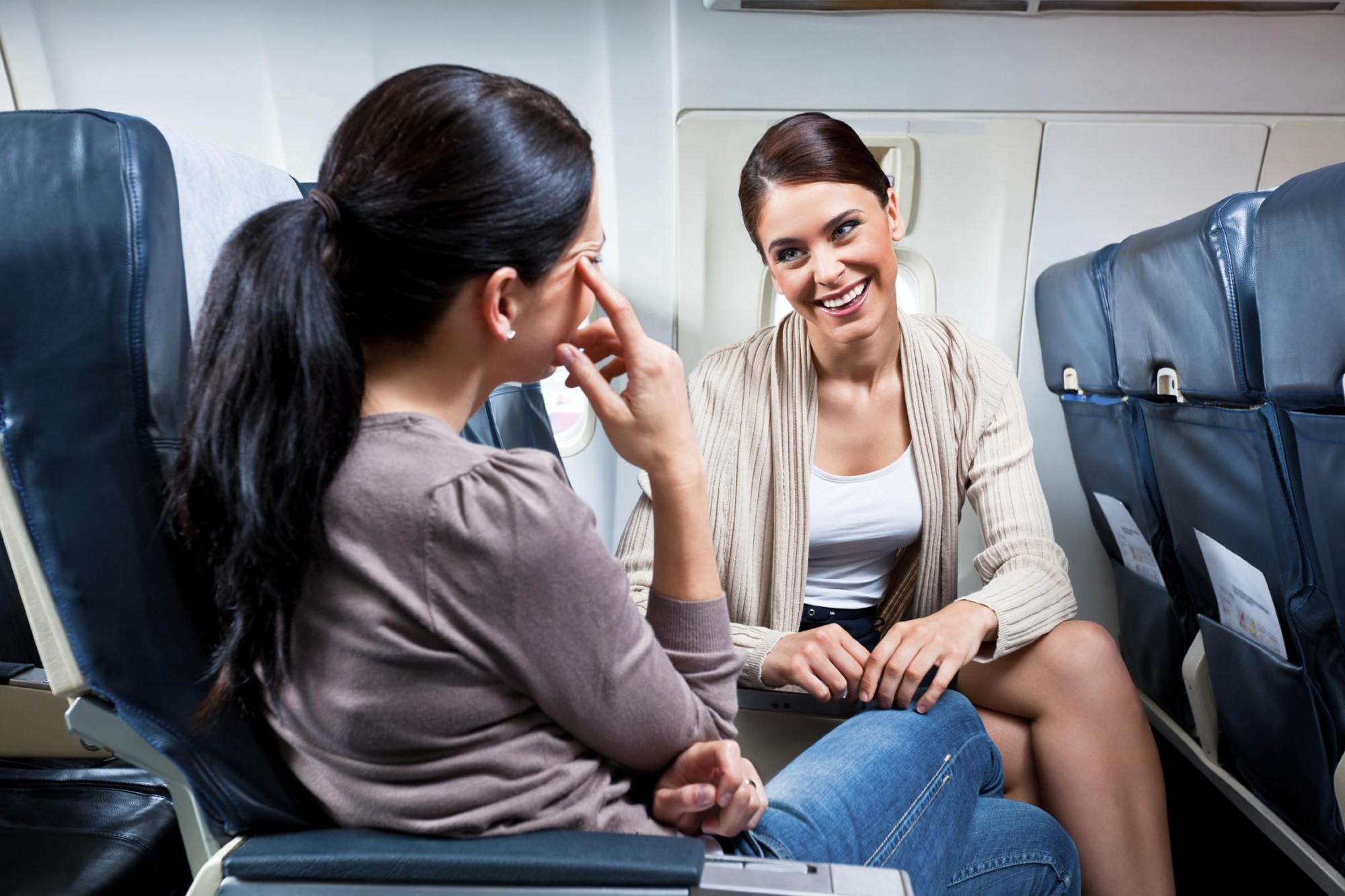"""Nếu bạn bị say máy bay: Đây là những mẹo hay bạn nên """"dắt túi"""" - Ảnh 2."""