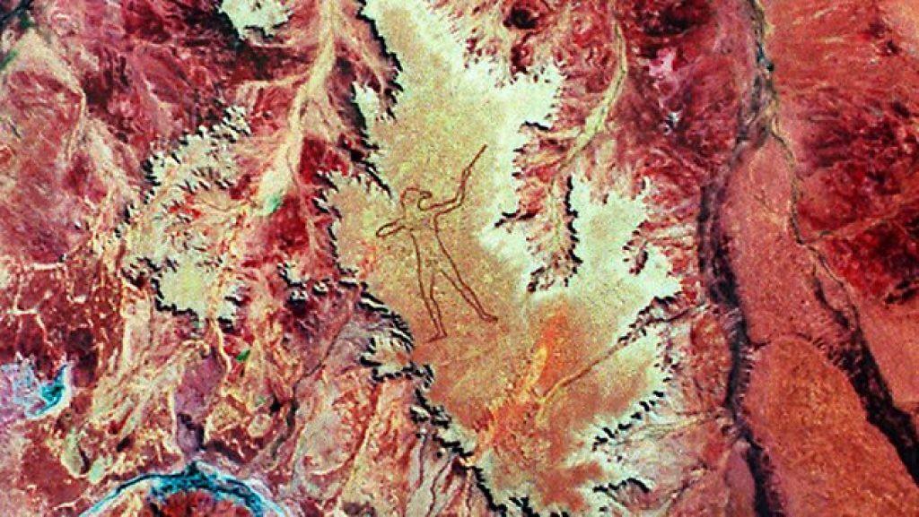 Marree Man - Hình vẽ thổ dân khổng lồ trên sa mạc Úc có thể nhìn thấy từ vũ trụ hơn 20 năm qua vẫn là một câu đố làm các nhà khoa học điên đầu - Ảnh 2.