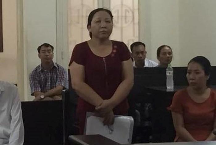Người đàn bà dùng gạch choảng mẻ đầu hàng xóm, ra tòa nói bị oan - Ảnh 1.