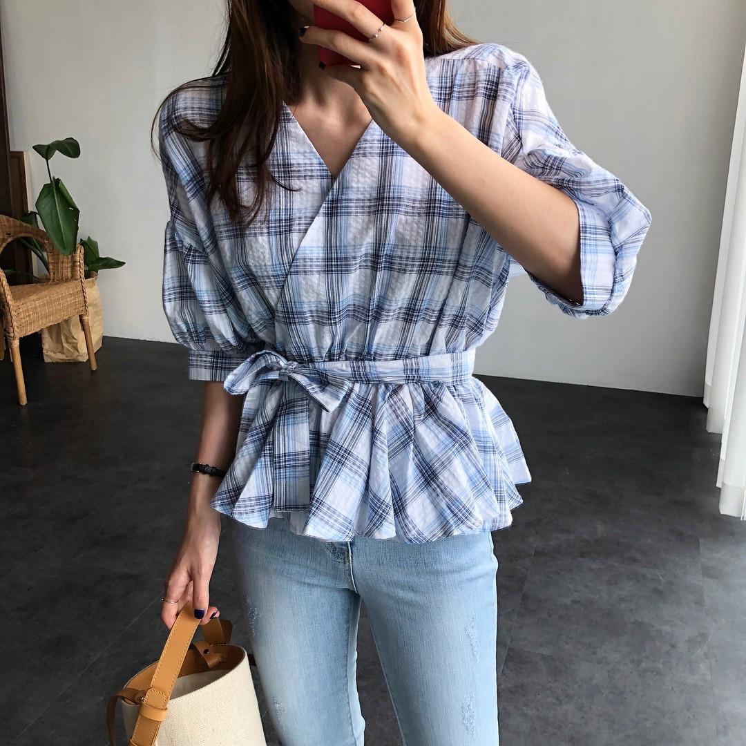 Chỉ với chi tiết dây buộc đơn giản mà có ít nhất 4 kiểu áo trendy, diện lên siêu xinh và tôn dáng - Ảnh 3.