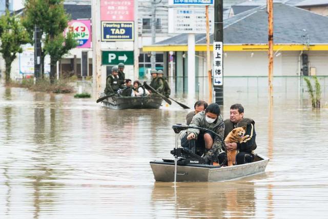 Khung cảnh hoang tàn sau trận mưa lũ lịch sử ở Nhật Bản - Ảnh 4.