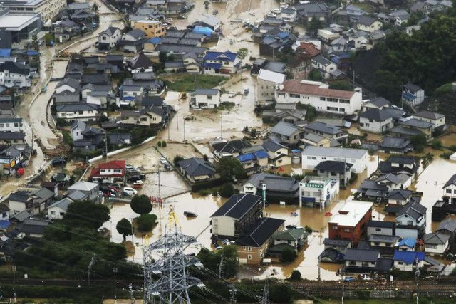 Khung cảnh hoang tàn sau trận mưa lũ lịch sử ở Nhật Bản - Ảnh 5.