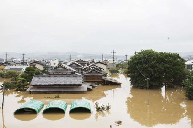 Khung cảnh hoang tàn sau trận mưa lũ lịch sử ở Nhật Bản - Ảnh 6.