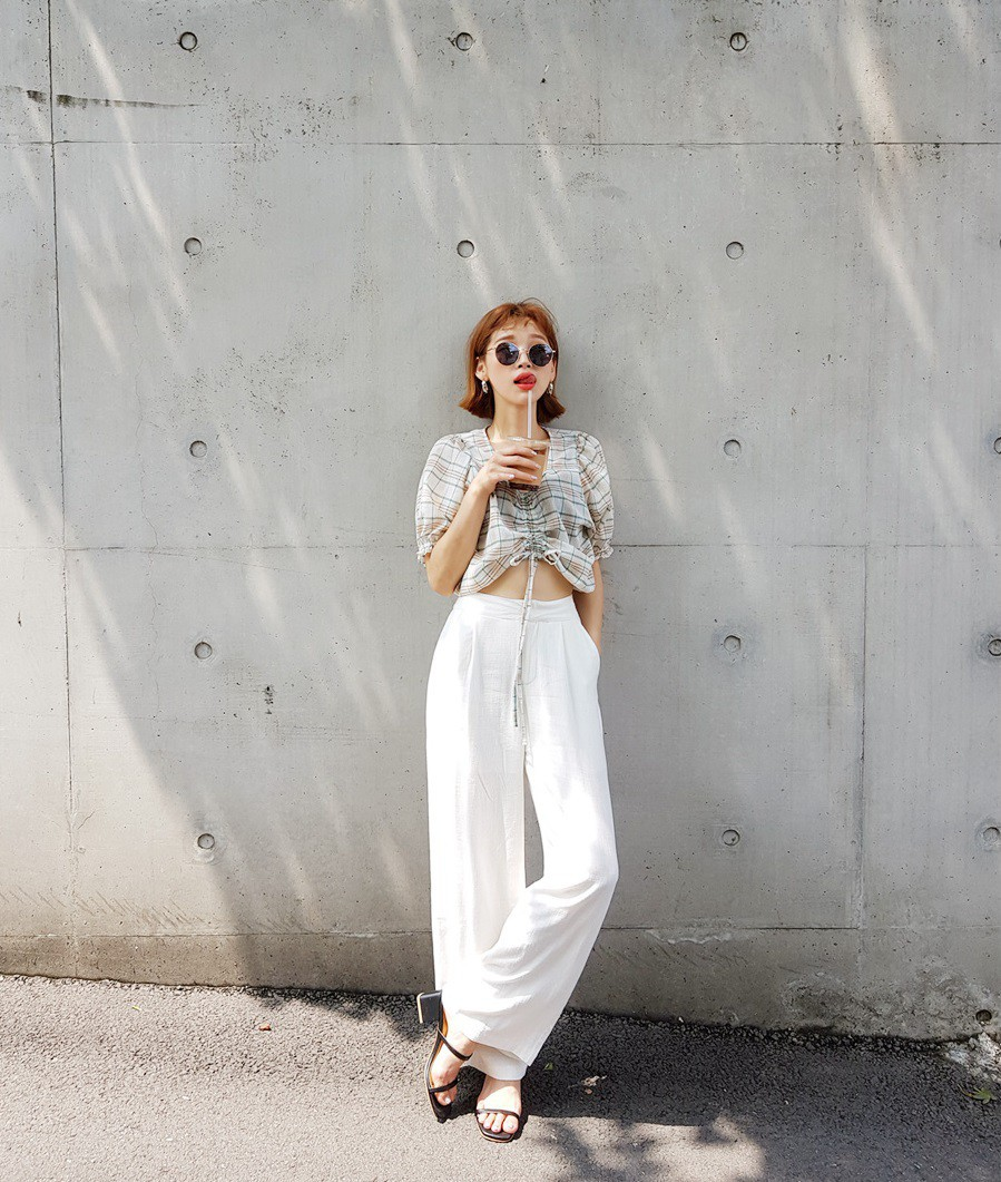 Chỉ với chi tiết dây buộc đơn giản mà có ít nhất 4 kiểu áo trendy, diện lên siêu xinh và tôn dáng - Ảnh 7.