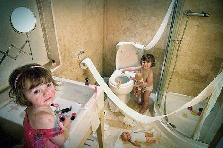 20 bức ảnh cho thấy khi trẻ con đã quậy thì bố mẹ chỉ biết than trời mà thôi - Ảnh 10.