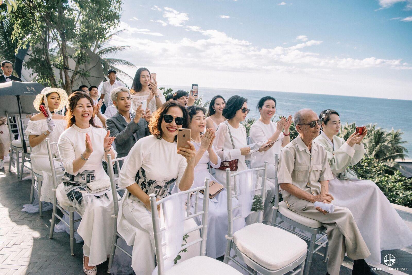 Nhà văn Gào chia sẻ nhiều thông tin thú vị về đám cưới như mơ ngay sau tiệc cưới hoành tráng trên bờ biển - Ảnh 10.