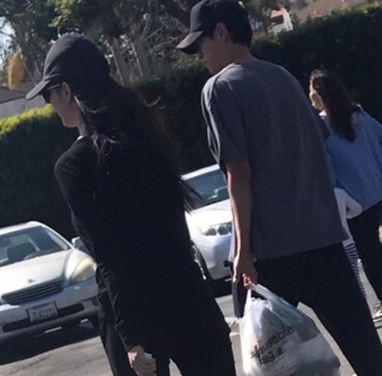 Kang Dong Won Han Hyo Joo hẹn hò bị bắt gặp tại Mỹ - Ảnh 1.