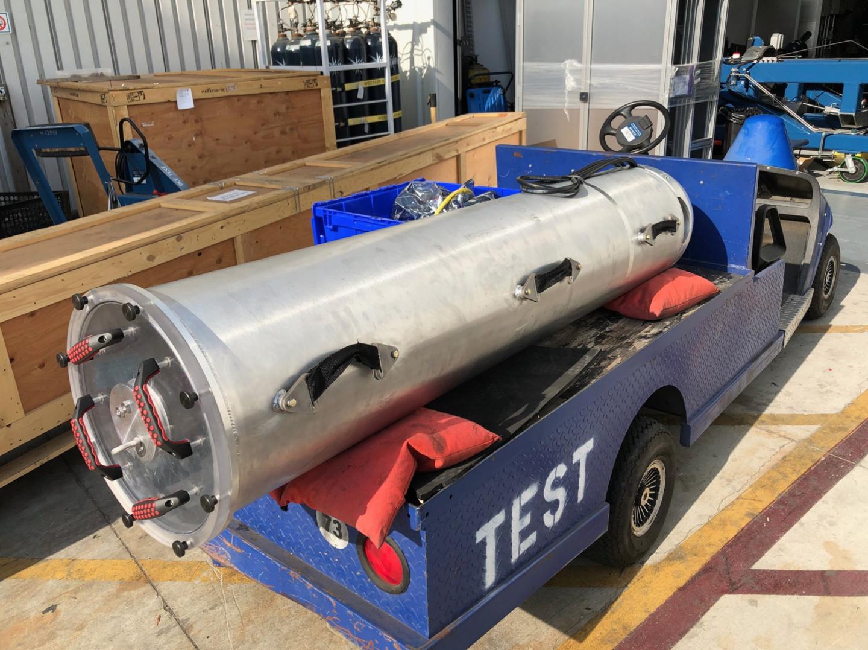 Giải cứu đội bóng Thái Lan chưa xong, Elon Musk gấp rút thử nghiệm buồng cứu hộ làm từ chất liệu tên lửa - Ảnh 2.