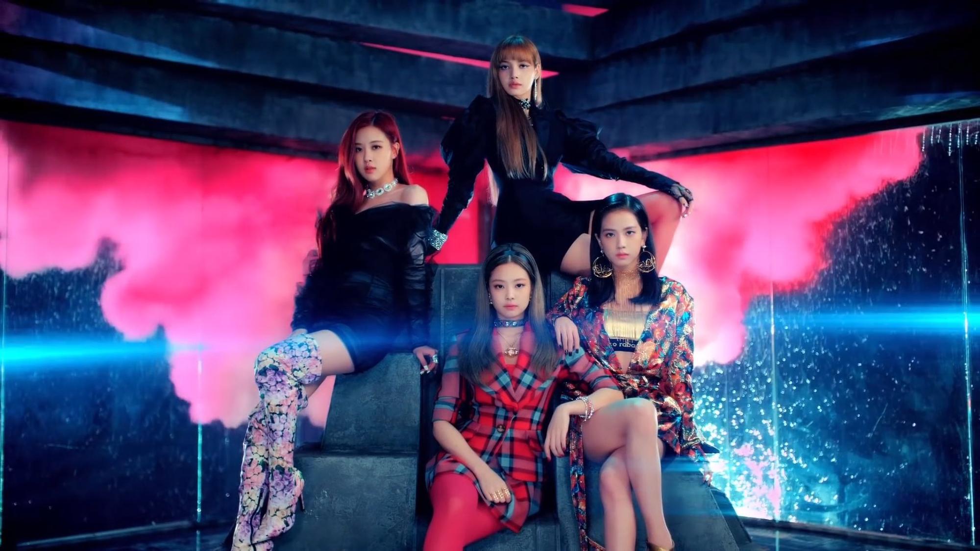 """Cho rằng Jennie luôn được mặc đồ nổi nhất nhóm, fan Black Pink lại tiếp tục """"khẩu chiến"""" tơi bời - Ảnh 1."""