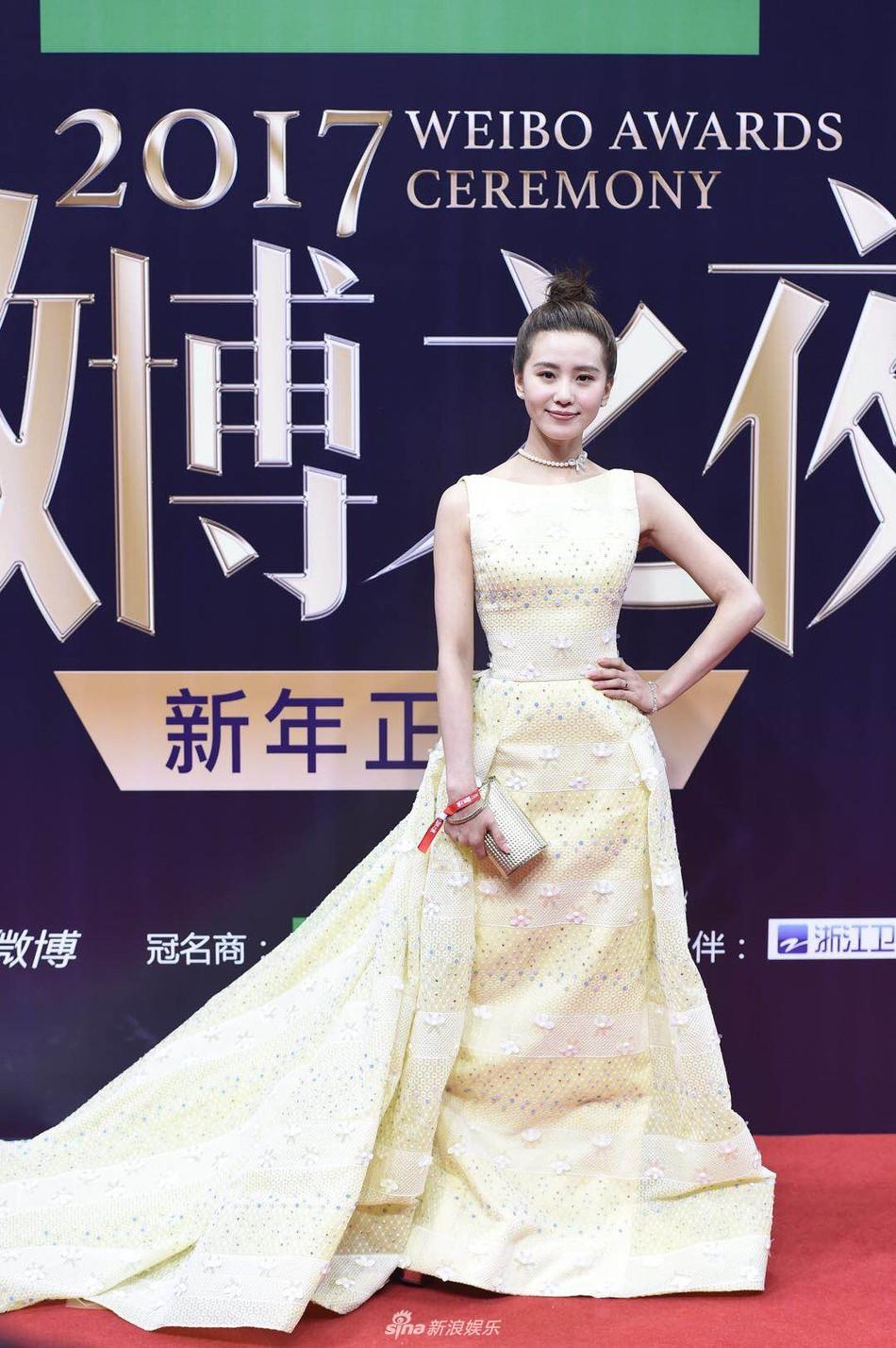 Thảm đỏ Weibo: Angela Baby xuống sắc không phanh, Dương Mịch - Na Trát cùng dàn mỹ nhân cạnh tranh nhan sắc khốc liệt - Ảnh 17.