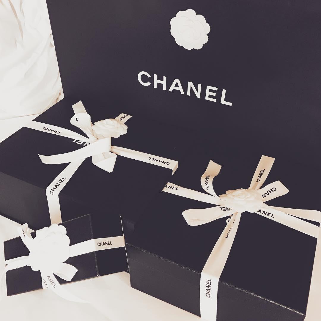 Có ai chịu chơi như Ngọc Trinh, sắm thêm vali Chanel cả trăm triệu dù đã có sẵn, chỉ khác màu - Ảnh 8.