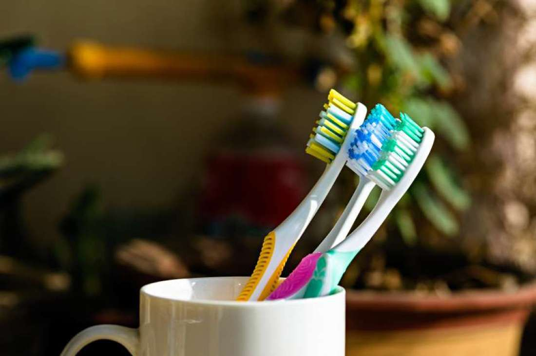 Đánh răng mỗi ngày nhưng răng ngày càng vàng ố xỉn màu có thể do 5 sai lầm ai cũng dễ mắc phải sau - Ảnh 5.