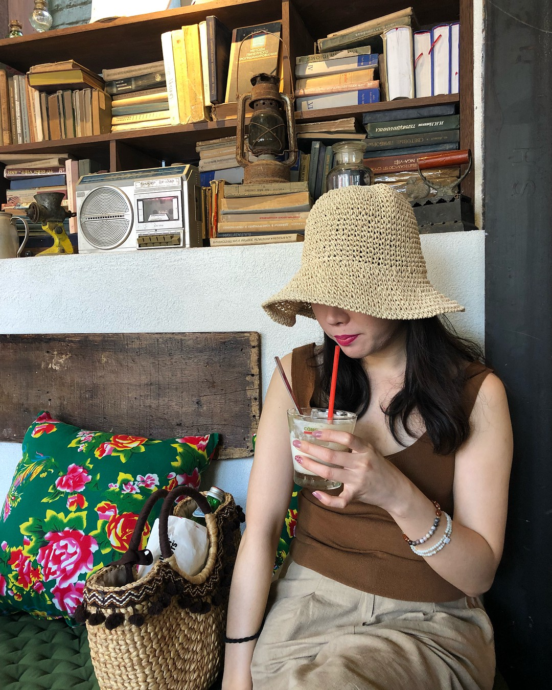 Trai xinh gái đẹp Seoul nô nức check-in tại quán Cộng cà phê đầu tiên ở Hàn Quốc - Ảnh 13.
