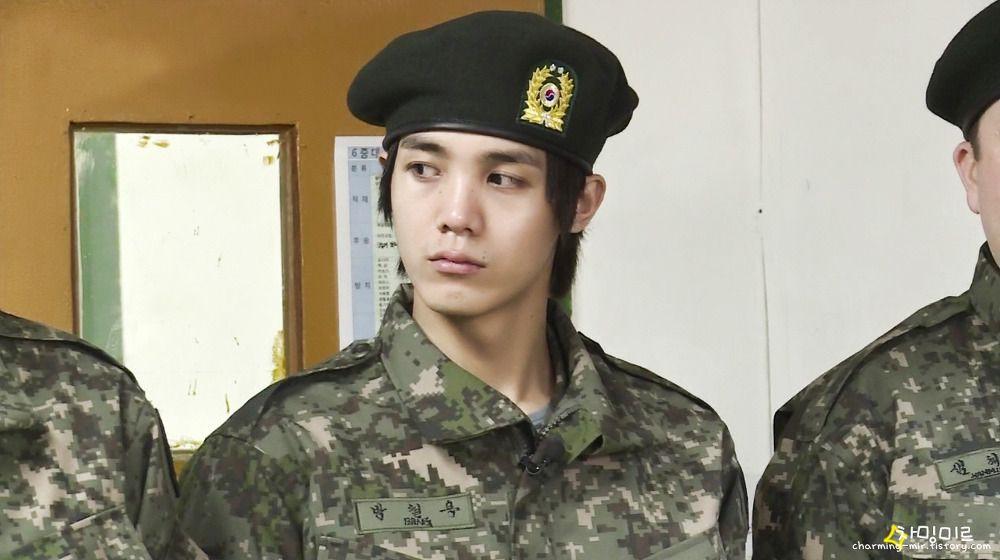 Không chỉ sao nữ, dàn Idol nam Hàn Quốc cũng lộ mặt mộc nhợt nhạt, lấm tấm mụn khi đi nhập ngũ - Ảnh 16.