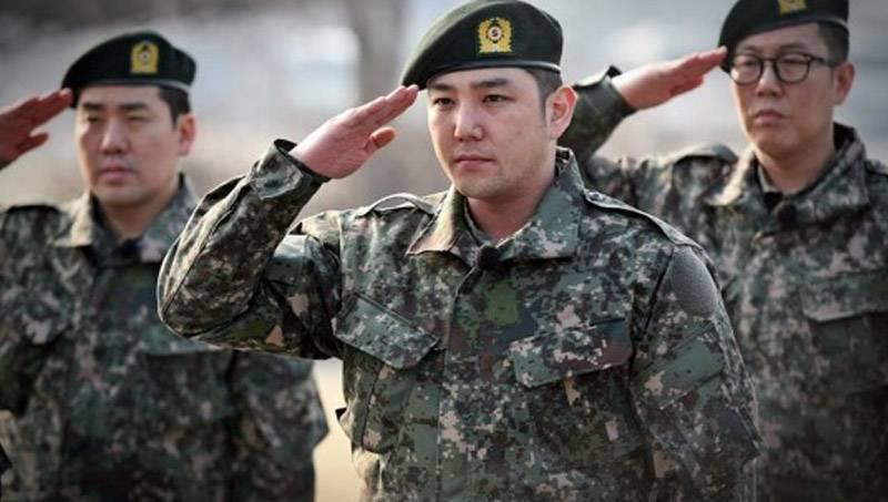 Không chỉ sao nữ, dàn Idol nam Hàn Quốc cũng lộ mặt mộc nhợt nhạt, lấm tấm mụn khi đi nhập ngũ - Ảnh 14.