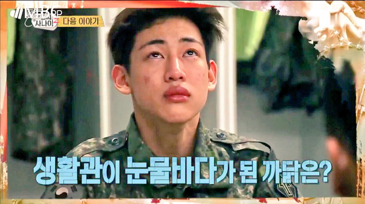 Không chỉ sao nữ, dàn Idol nam Hàn Quốc cũng lộ mặt mộc nhợt nhạt, lấm tấm mụn khi đi nhập ngũ - Ảnh 4.