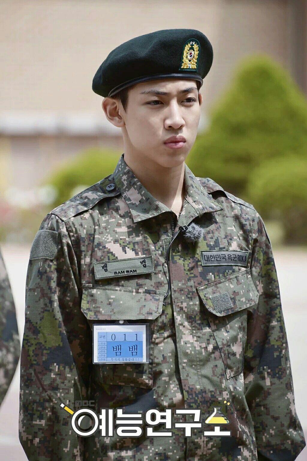Không chỉ sao nữ, dàn Idol nam Hàn Quốc cũng lộ mặt mộc nhợt nhạt, lấm tấm mụn khi đi nhập ngũ - Ảnh 2.