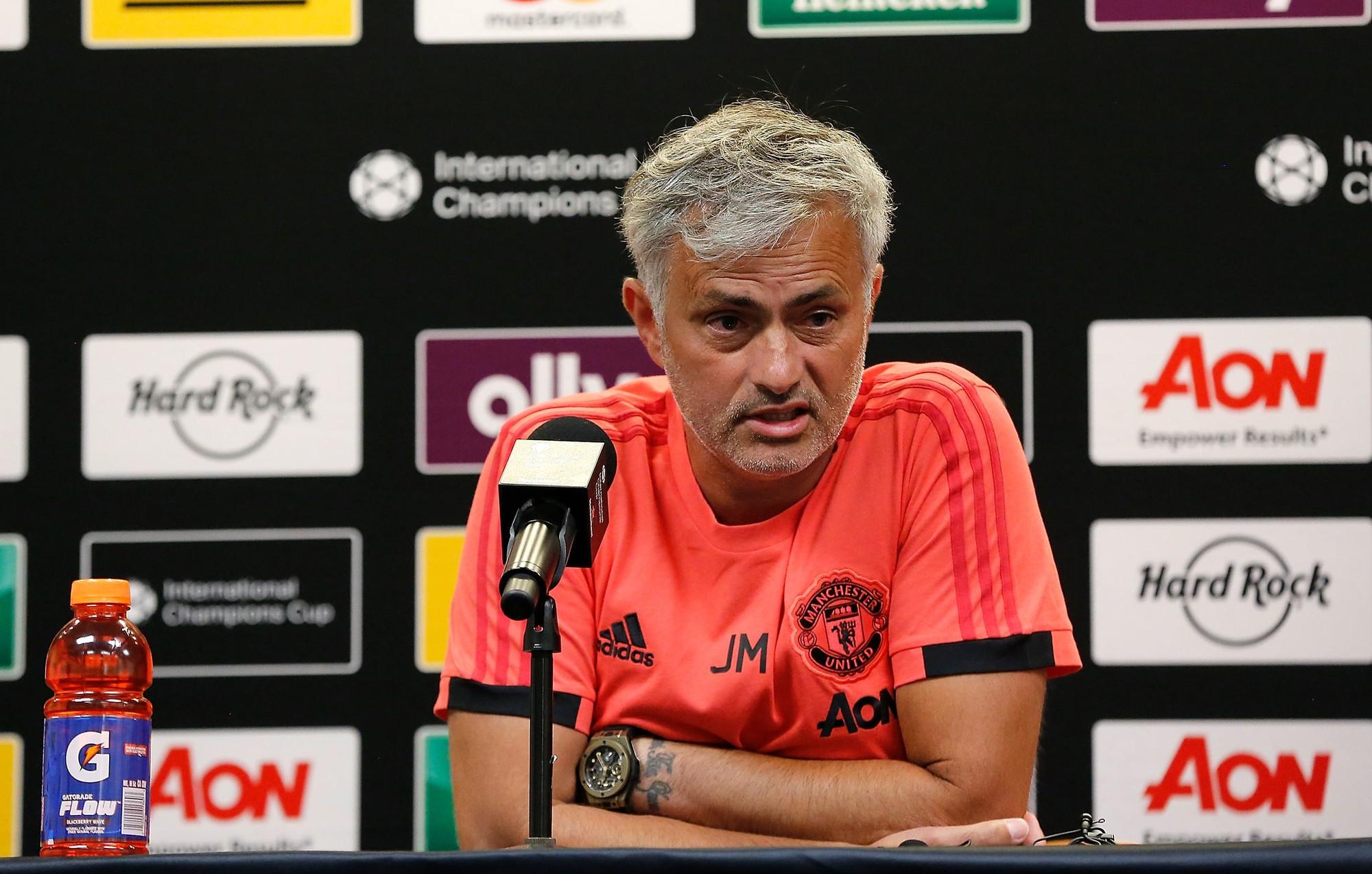 Chán nản với Mourinho, Man United cầu viện Zidane - Ảnh 2.