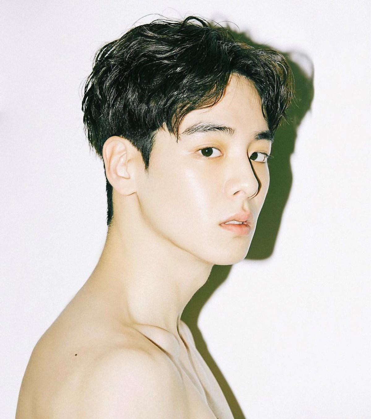 Cao ráo đẹp trai lại còn mặc cool, bảo sao con gái cả Hàn Quốc coi chàng mẫu nam này là tiêu chuẩn trong mơ - Ảnh 1.