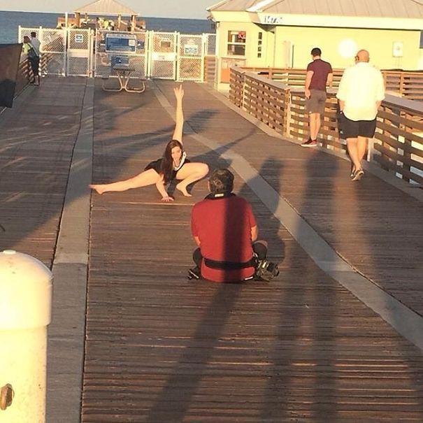 Chùm ảnh vui: Đằng sau mỗi cô vợ sống ảo là một anh chồng tần tảo bấm máy ảnh mỗi ngày - Ảnh 21.