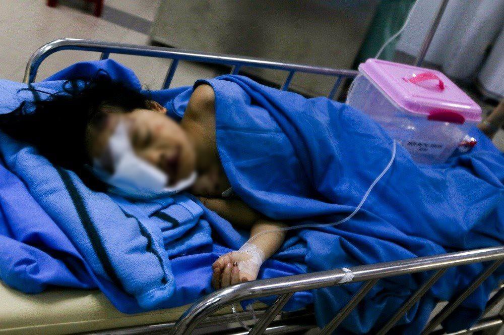 Không biết mẹ tử vong, bé gái 6 tuổi sống sót trên chuyến xe rước dâu liên tục gọi mẹ trong đau đớn - Ảnh 4.