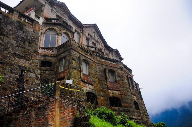 Hotel Del Salto: Khách sạn bỏ hoang từng được giới thượng lưu yêu thích, giờ trở thành địa điểm tự sát vì một truyền thuyết lạ - Ảnh 6.