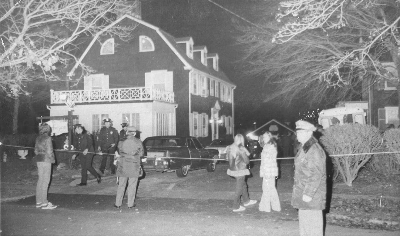 Thảm kịch con trai cả giết 6 mạng người nhà trong đêm biến Amityville trở thành ngôi nhà ma nổi tiếng nhất thế giới - Ảnh 2.