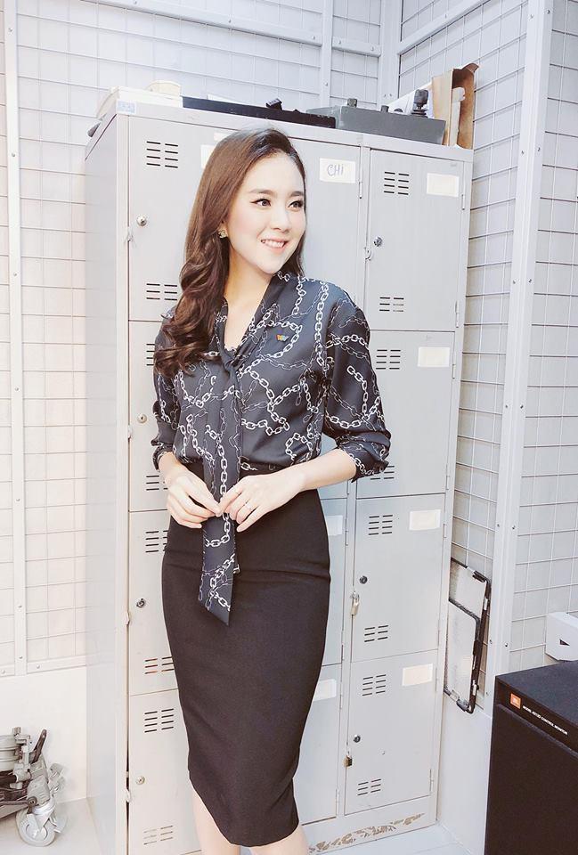 """Không cần xem """"thư ký Kim"""", bạn có thể học ngay cô gái thời tiết Mai Ngọc cách diện đồ công sở đẹp miễn chê - Ảnh 7."""