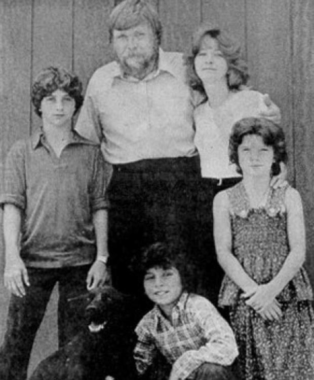 Thảm kịch con trai cả giết 6 mạng người nhà trong đêm biến Amityville trở thành ngôi nhà ma nổi tiếng nhất thế giới - Ảnh 7.