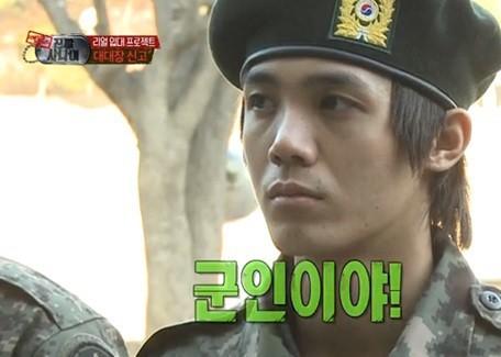 Không chỉ sao nữ, dàn Idol nam Hàn Quốc cũng lộ mặt mộc nhợt nhạt, lấm tấm mụn khi đi nhập ngũ - Ảnh 15.