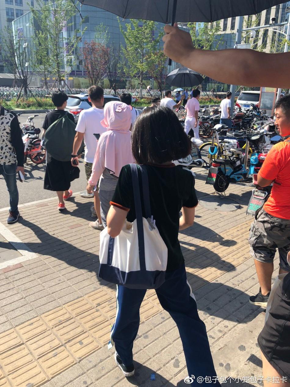 Chỉ với bức ảnh chụp vội không cần photoshop, Trịnh Sảng khoe khéo thần thái lên hương khi tăng cân - Ảnh 5.