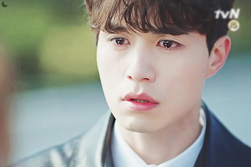 """Diễn xuất của Lee Dong Wook có vẻ như đã bị vẻ đẹp của anh lấn át. Thế nhưng cũng chính vẻ đẹp này đã """"cứu"""" lấy hạn chế lớn nhất của anh."""