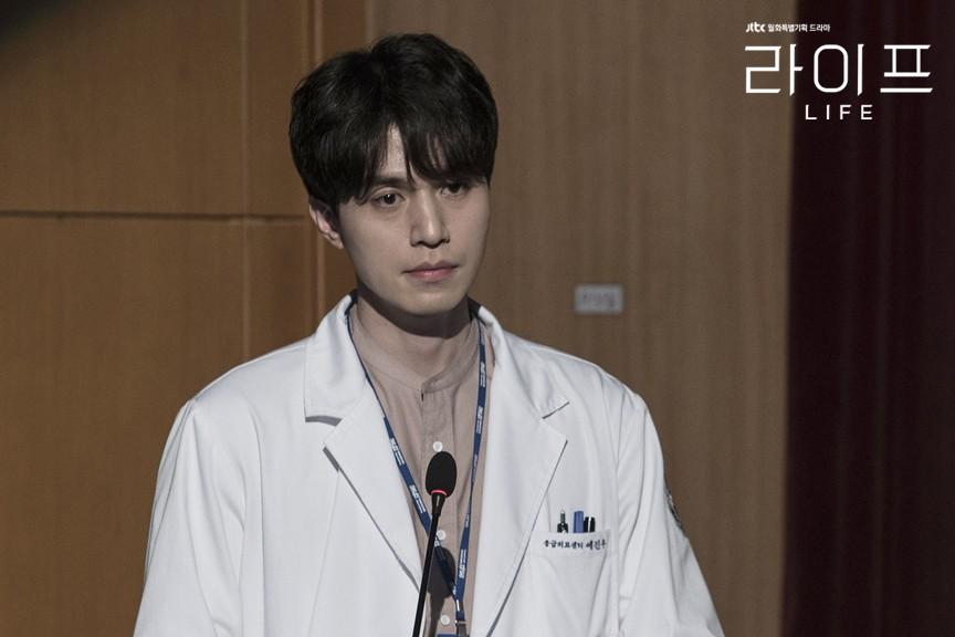 Đến bao giờ thì mỹ nam tượng tạc Lee Dong Wook mới hết... đơ như tượng? - Ảnh 4.