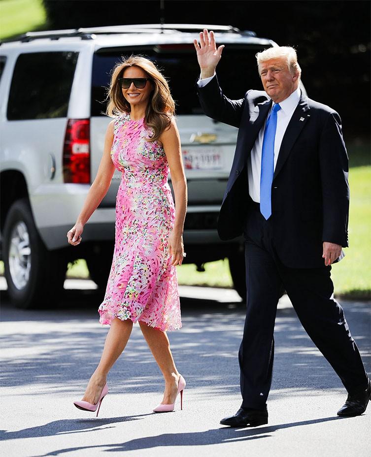 Đệ nhất phu nhân Mỹ và con chồng cùng diện váy hoa nhưng một người chơi lớn chọn váy đắt hơn hẳn 4 lần, bạn có đoán ra ai không? - Ảnh 3.