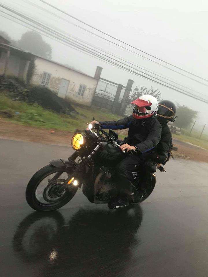 Chịu chơi như vợ chồng Khởi My - Kelvin Khánh, sẵn sàng chạy mô tô vài trăm km đi phượt - Ảnh 1.