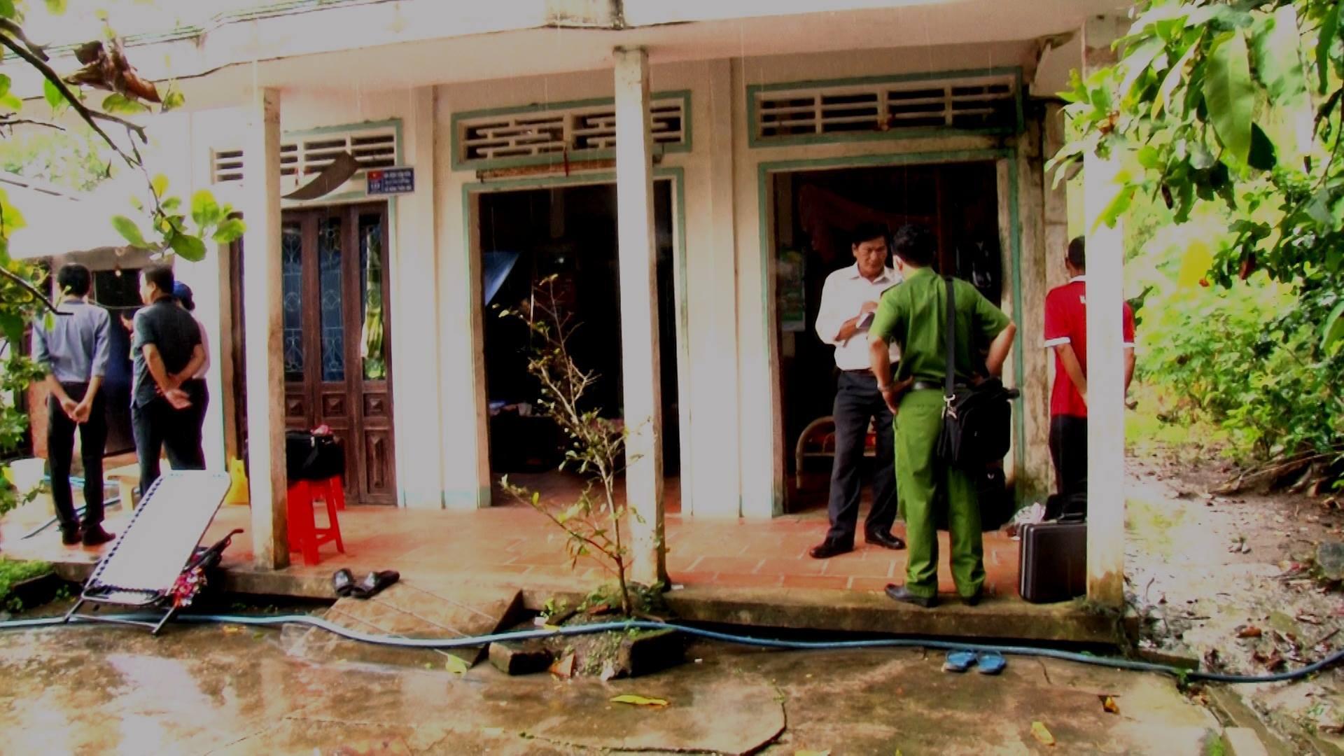 Vĩnh Long: Nghi án người đàn ông sát hại bố mẹ ruột và đâm cháu gái 18 tuổi nguy kịch - Ảnh 1.