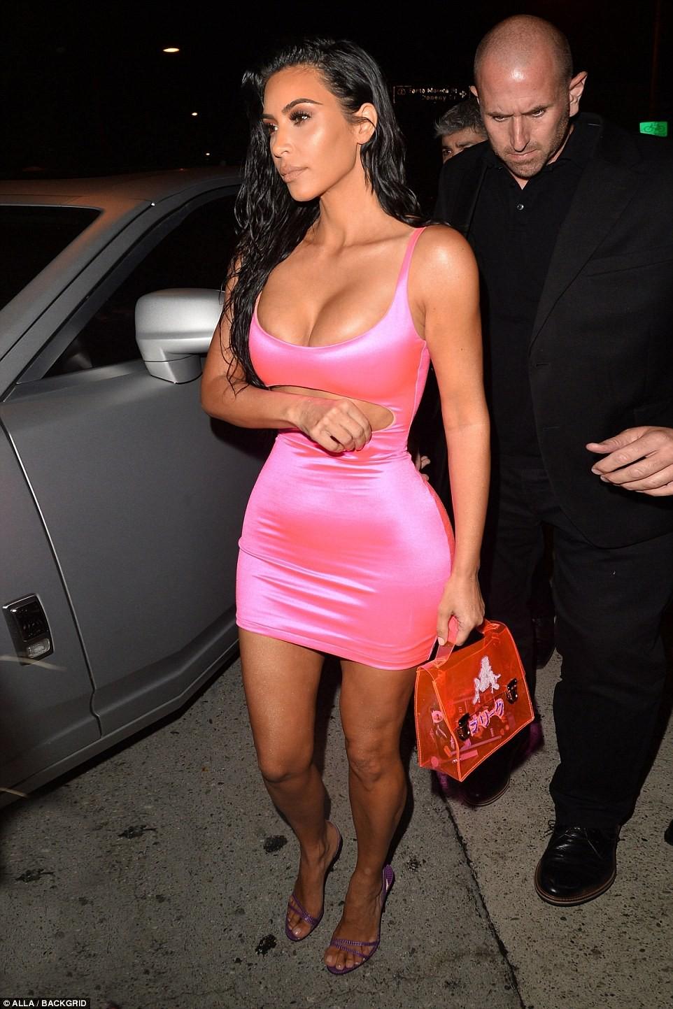 Ngũ long công chúa nhà Kardashian đọ sắc: Kylie và Kim quá gợi cảm sau giảm cân, Kendall khoe chân dài hút hồn - Ảnh 8.