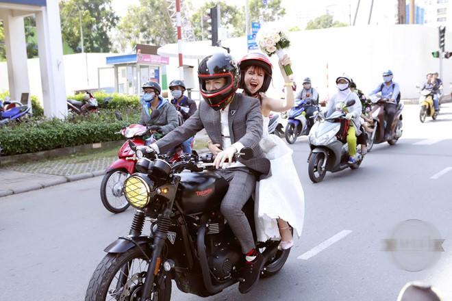 Chịu chơi như vợ chồng Khởi My - Kelvin Khánh, sẵn sàng chạy mô tô vài trăm km đi phượt - Ảnh 4.