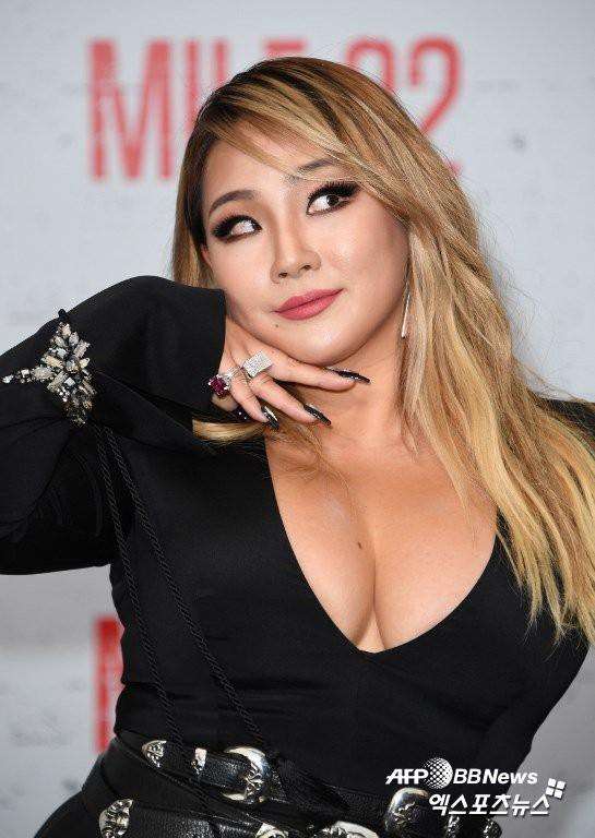 Sau màn tăng cân gây sốc, CL tiếp tục khiến dân tình nhức mắt vì khoe ngực ngồn ngộn tại sự kiện quốc tế - Ảnh 3.
