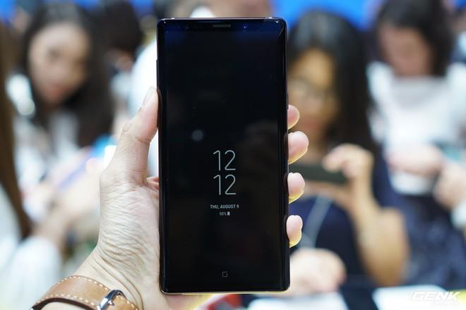 Ảnh thực tế Galaxy Note 9 vừa mới ra mắt: Có những gì đỉnh hơn người tiền nhiệm Note 8? - Ảnh 4.