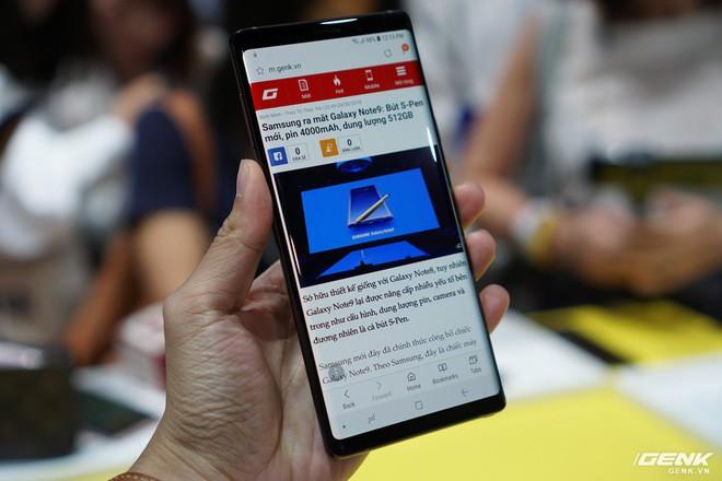 Ảnh thực tế Galaxy Note 9 vừa mới ra mắt: Có những gì đỉnh hơn người tiền nhiệm Note 8? - Ảnh 3.