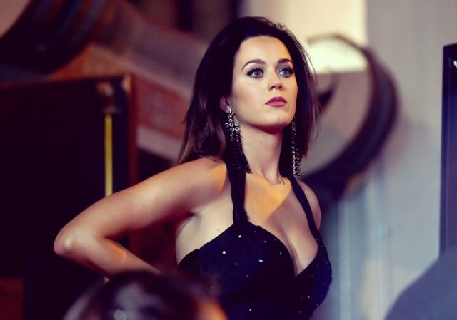 Katy Perry vượt mặt Taylor Swift trở thành nữ nghệ sĩ được theo dõi nhiều nhất trên Youtube - Ảnh 3.
